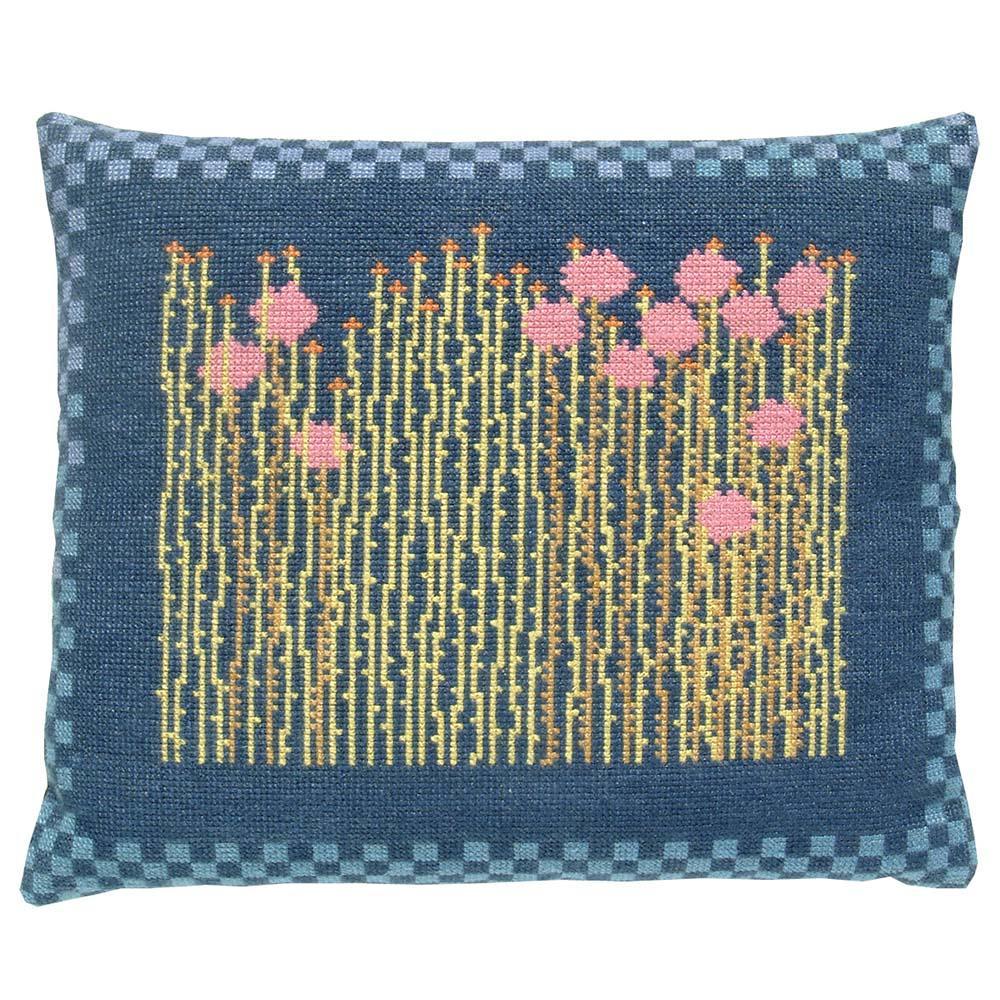 Fru Zippe Englisches Gras Kissen 74 P5 und P29  Blauer Hintergrund