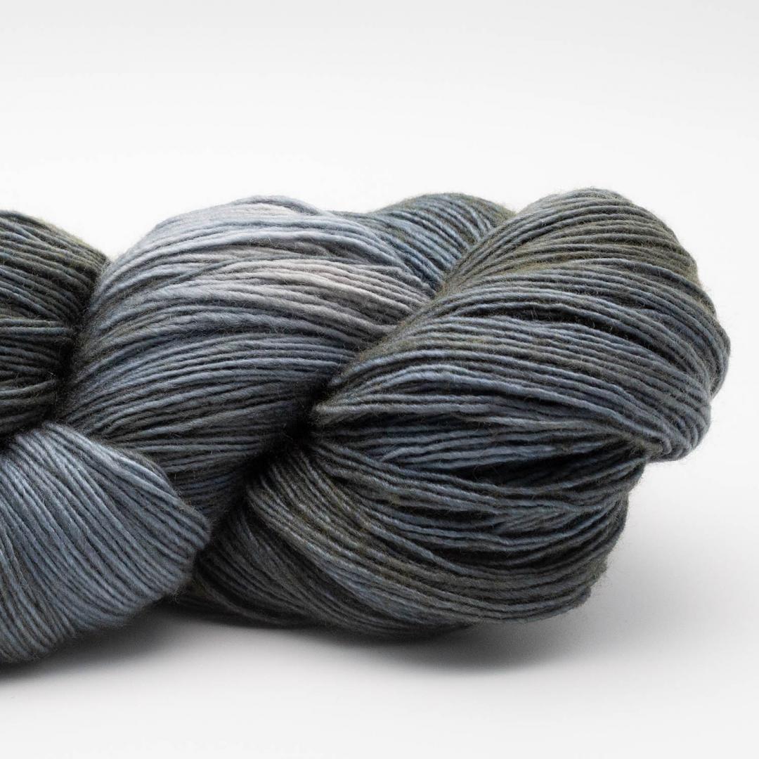 Manos del Uruguay Silk Blend fino handgefärbt 100g Stormglass